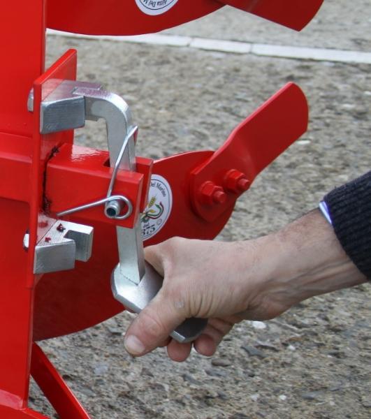 Aratro reversibile e voltaorecchio per bcs for Aratro per motocoltivatore goldoni